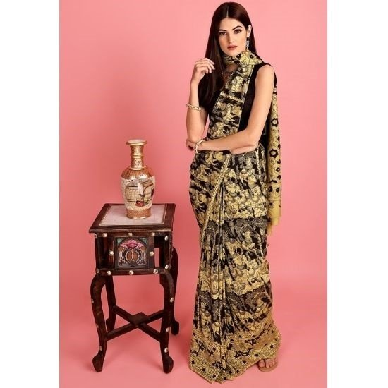 How to wear the traditional sari with a touch of modern fashion trends?