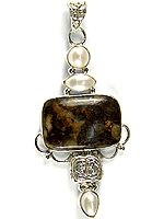 Agate Pendant with Triple Pearl