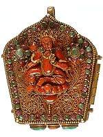 Chenrezig (Shadakshari Lokeshvara) Gau Box Pendant with Green Tara at Front