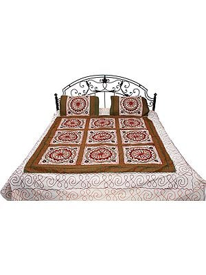 Ivory Bedspread from Gujarat with Embroidered Flowers and Mirrors