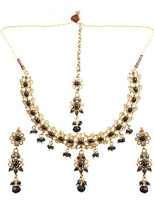 Black Necklace Set With Mang Tika