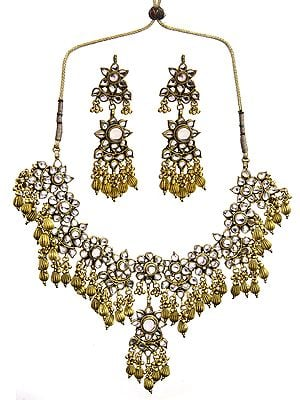 Kundan Necklace with Earrings Set with Golden Beads