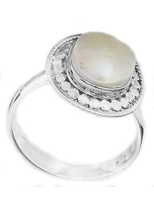 Pearl Oval Ring