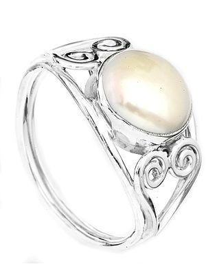 Pearl Ring with Spirals