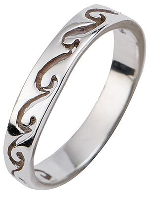 Minimalistic Band Ring with Waves Engraving