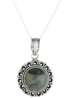 Labradorite Pendant Round in Shape with Twisted Rope Design