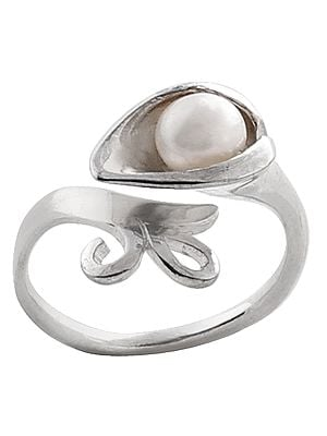 Superfine Smooth Pearl Studded Attractive Ring Made in Sterling Silver (Adjustable Size)