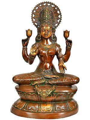 Goddess Lakshmi in Abhaya Mudra