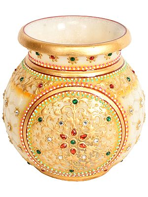 Beautifully Decorated Pot with Cut Lattice