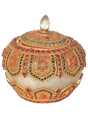 Crystal Ritual Box Decorated with Gemstones and Filigree Work