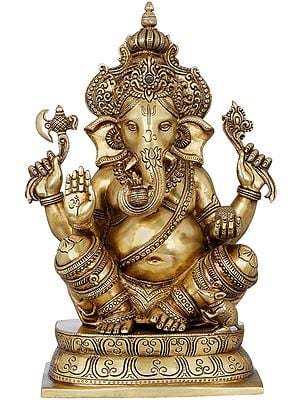 Chaturbhuja Ashirwad Ganesha Wearing a Majestic Crown