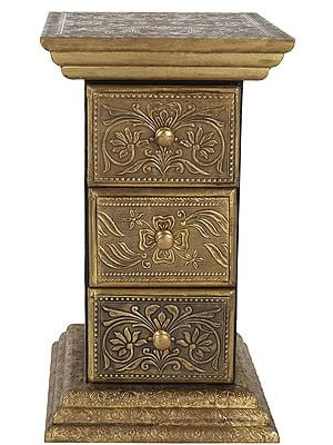 Finely Fully Decorated Pedestal