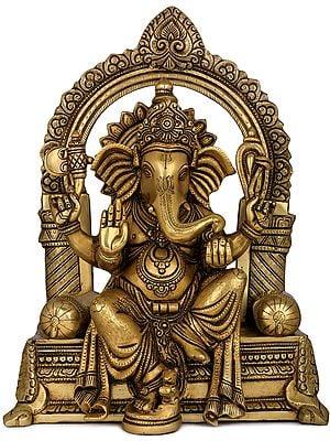 Raja Ganesha Viraajman on Singhasan