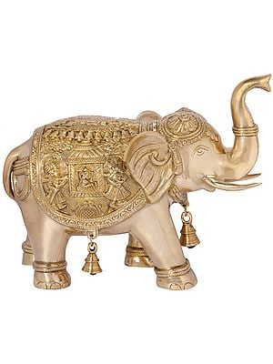 An Upraised Trunk Elephant Carrying The Queen's Palki on Both Sides (Vastu Compliant)