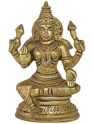 Maa Lakshmi in Ashirwad Mudra