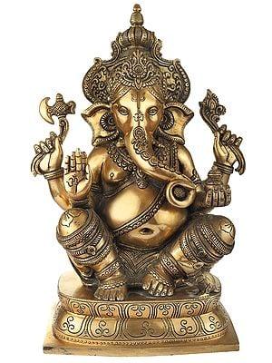 Aashirwad Ganesha Ornated in a Kingly Crown