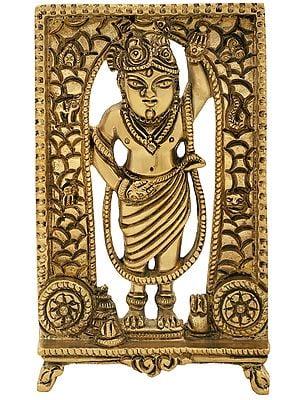 Shri Krishna Lifting Govardhan Parvat