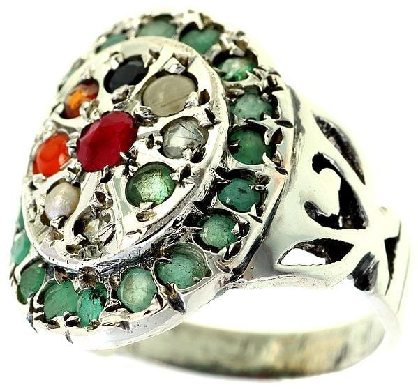 Navaratna Ring with Emerald Border