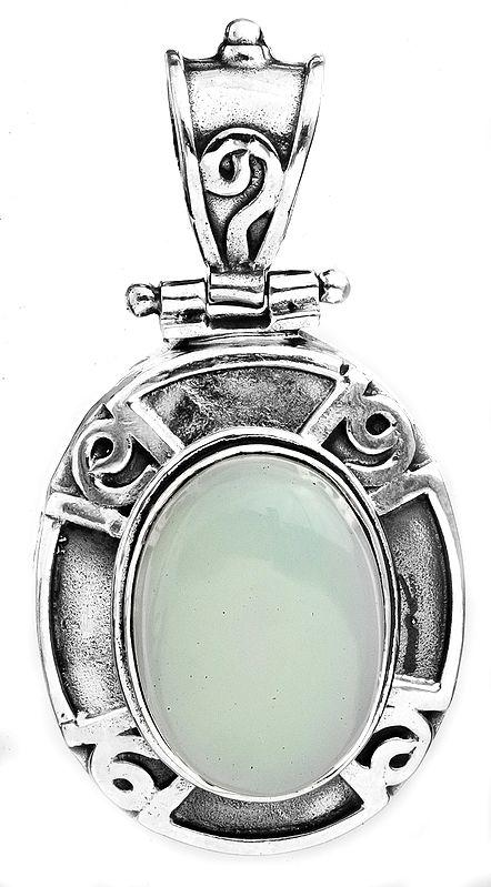 Peru-Chalcedony Oval Pendant