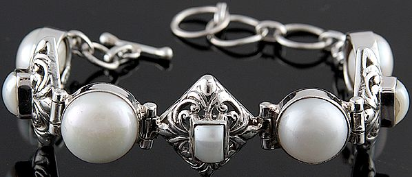 Pearl Bracelet with Lattice
