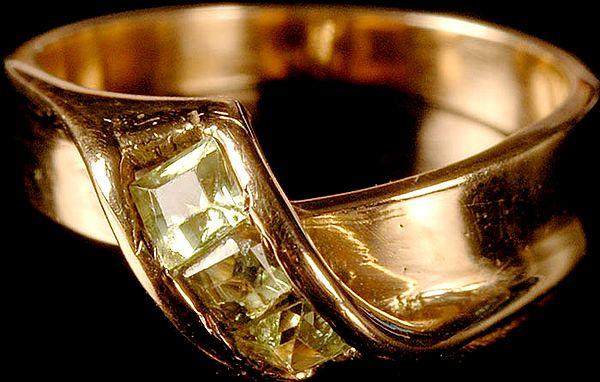 Faceted Aquamarine Finger Ring