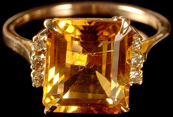 Faceted Citrine Finger Ring with Diamonds