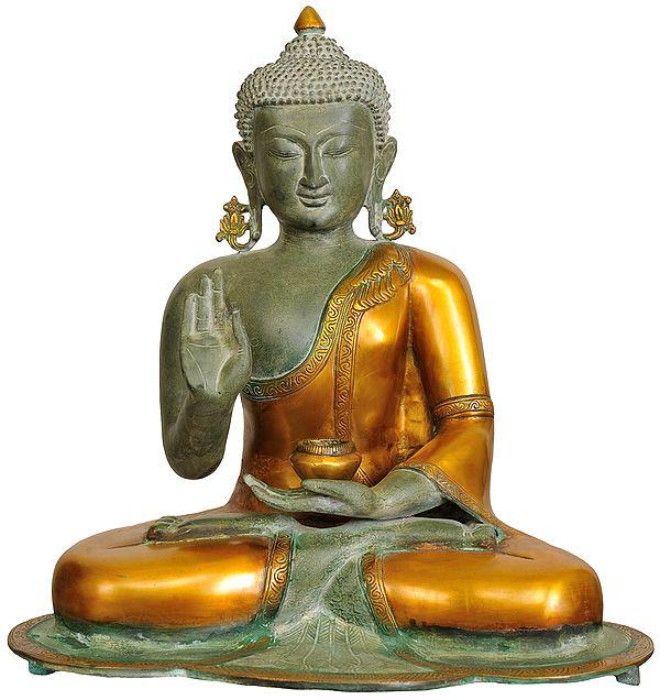 Gautam Buddha Robed in Dazzling Golden