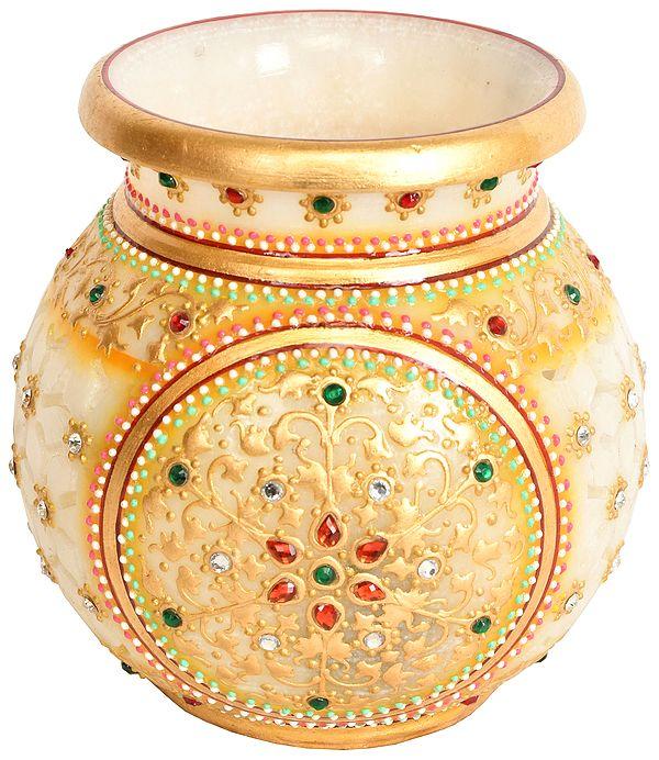 Beautifully Decorated Pot with Cut Lattice
