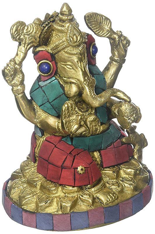 Lalitasana Ganesha, Raising The Goad