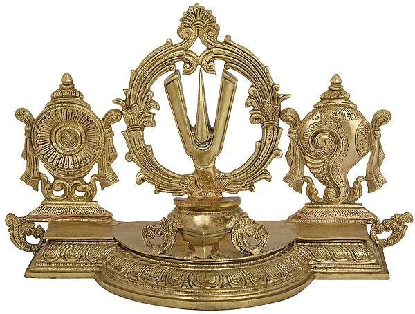 Superfine Three Vaishnava Symbols (Conch, Tilak and Chakra) Wick Lamp - Hoysala Art