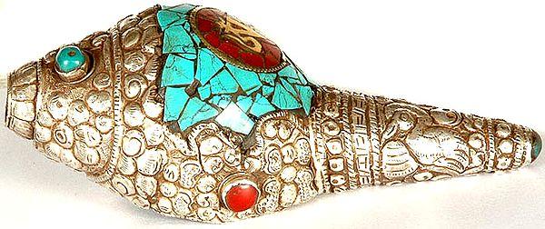Auspicious Om (AUM) Ritual Conch