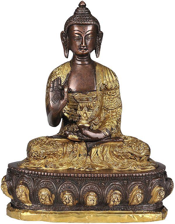 Lord Buddha is Interpreting His Dharma